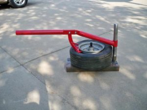Приспособление для разбортировки колес своими руками