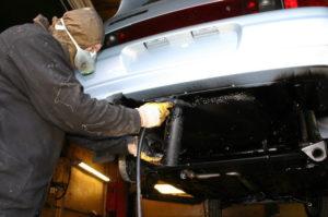 Как обработать дно автомобиля своими руками