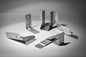 Металлические уголки для крепления деревянных конструкций