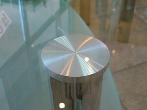 Чем приклеить металлическую ножку к стеклянному столу