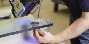 Как приклеить стекло к металлу
