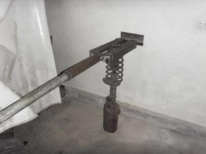 Приспособление для снятия пружин подвески своими руками