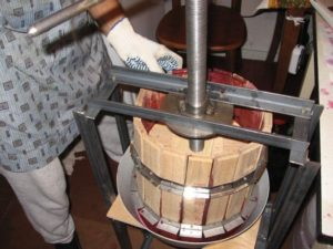 Винтовой пресс для отжима сока своими руками
