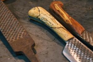 Из какого металла делают ножи