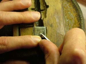 Как сделать надпись на металле своими руками