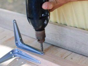 Как прикрепить ножки к столешнице своими руками