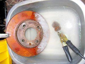 Как почистить ржавчину на металле