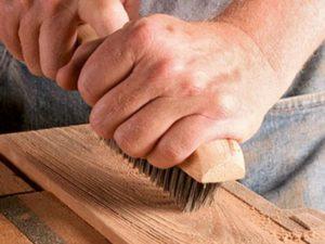 Как сделать браширование древесины своими руками