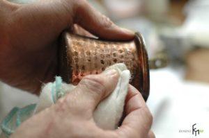 Как очистить медную турку