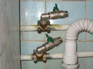 Как врезаться в водопроводную трубу без сварки
