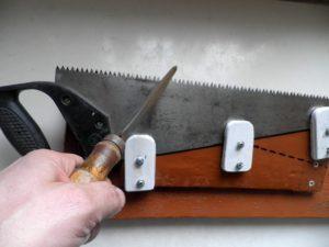 Заточить ножовку по дереву своими руками