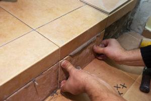 Укладка плитки на лестницу своими руками