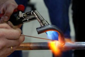 Пайка медных трубок газовой горелкой
