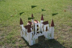 Замок своими руками из подручных материалов