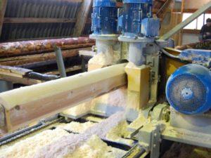 Станки для производства оцилиндрованного бревна