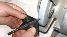 Как заточить сверло по металлу приспособление