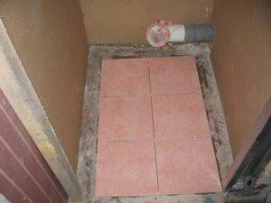 Плитка на пол в туалете своими руками